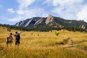 Boulder_HikersPointingHorizontal_1200px