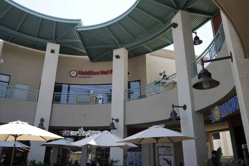 Diamond Jamboree Irvine is a one-stop shop for family-friendly food!