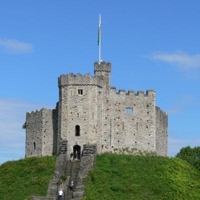 Cardiff_castle_-_Keep_2-1